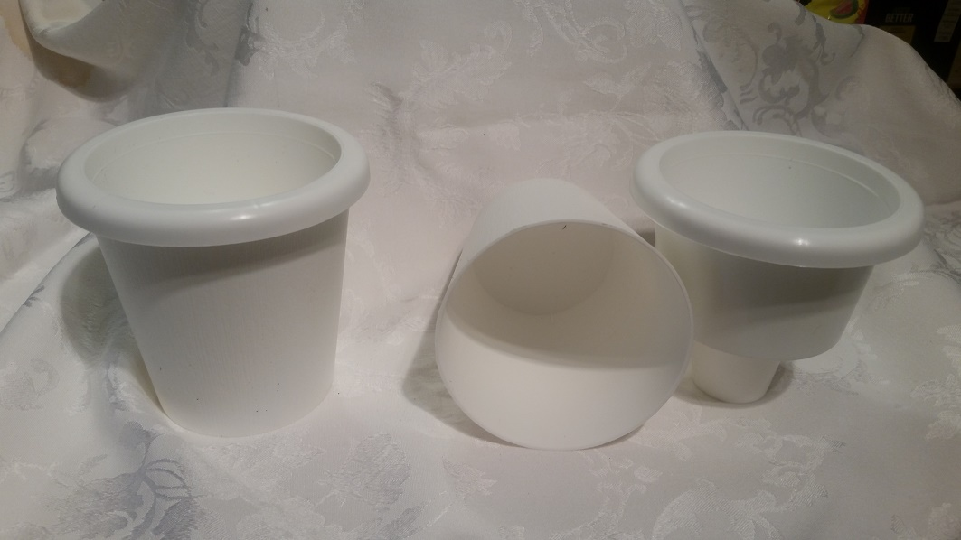 "Oyama Self Watering Planters 4"" Wide 4.75"" Tall -White"